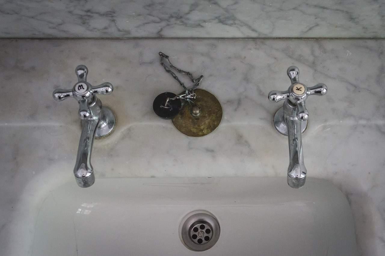 Sfaturi pentru alegerea și montajul bateriilor de baie