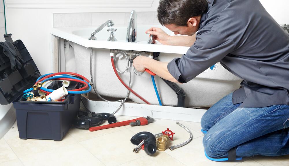 Cum se montează cada de baie – Ghid pas cu pas instalație baie